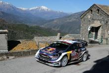 Ogier pulls out lead on Neuville