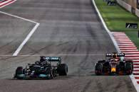 Lewis Hamilton (GBR) Mercedes AMG F1 W12 and Max Verstappen (NLD) Red Bull Racing RB16B battle for the lead of the race.