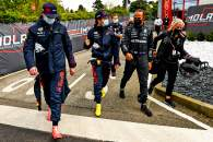 (L to R): Max Verstappen (NLD) Red Bull Racing with Sergio Perez (MEX) Red Bull Racing; Lewis Hamilton (GBR) Mercedes AMG F1; and Angela Cullen (NZL) Mercedes AMG F1 Physiotherapist.