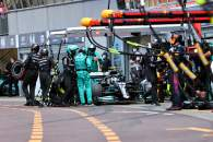 Valtteri Bottas (FIN) Mercedes AMG F1 W12 makes a failed pit stop that ended his race.